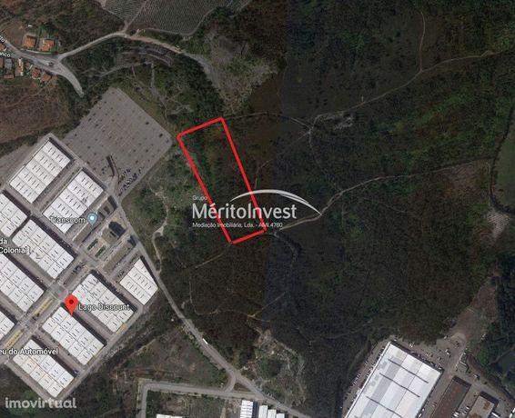 Terreno com viabilidade industrial junto ao lago Discount- Vila Nova d