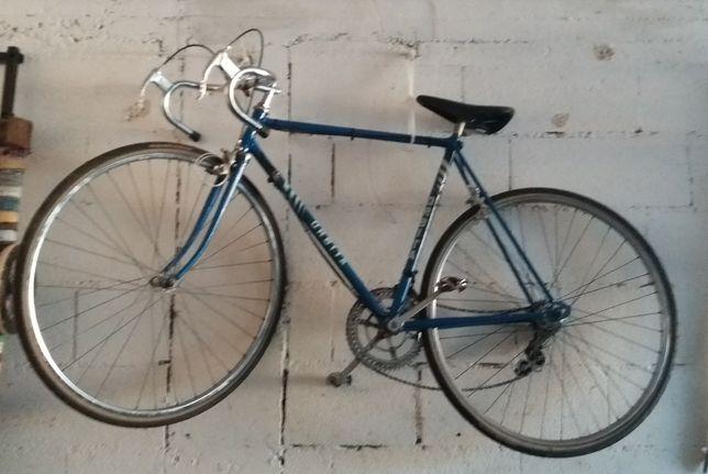 Bicicleta orbita rara e antiga