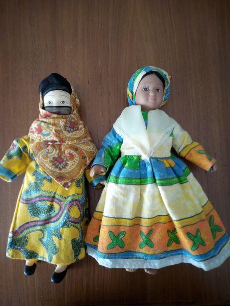 Duas bonecas de louça