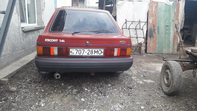 Продаю Ford Escort 1990