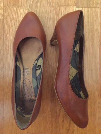Sapatos Castanhos de Salto Mini