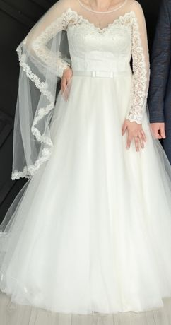 Продається весільна сукня