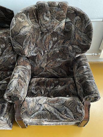 Fotel z pufami i rogiem