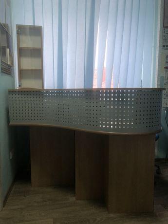 Стойка-стол на ресепшн