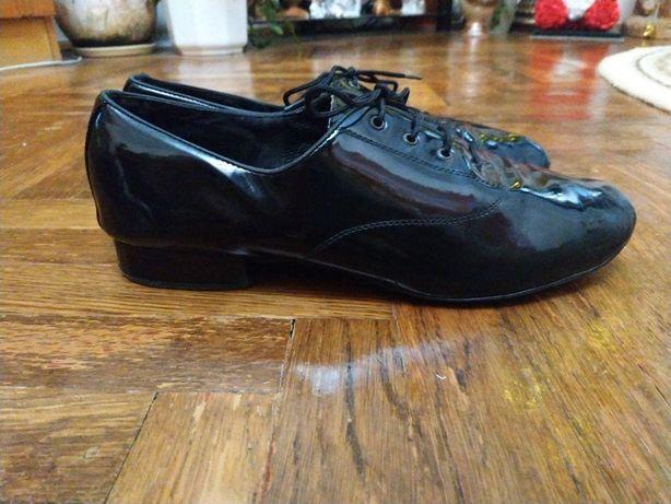 Лакові туфлі для стандарту