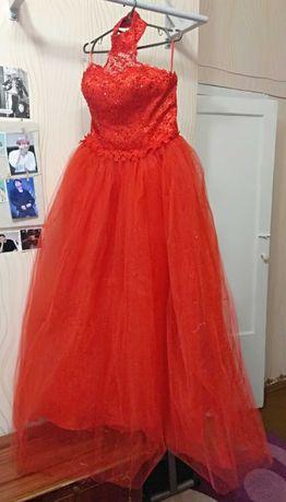 Красное свадебное платье 46/48 абсолютно новое и много подарков