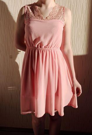 zwiewna lekka różowa rozkloszowana sukienka