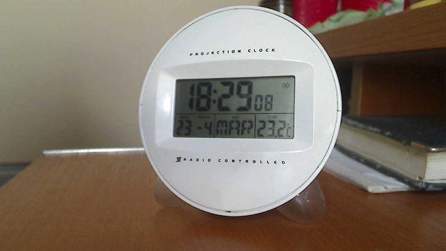 Настільний годинник, будильник та термометр (не чути будильника)