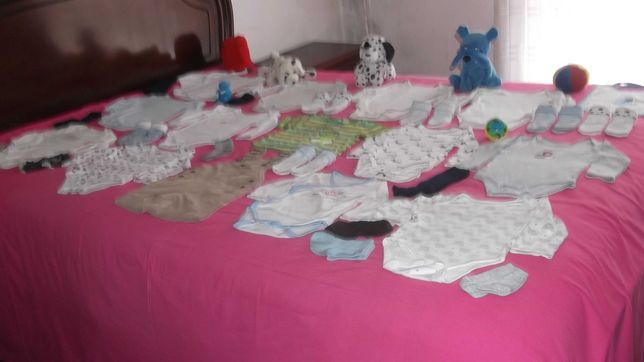 lote de roupa de menino a babete bebé