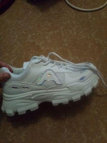 Новые крутые кросовки