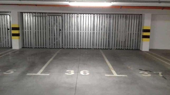 Miejsce parkingowe w hali garażowej na Wzgórzu Wolności/Słowiańska 1