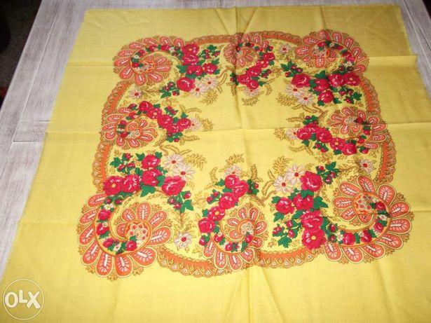 Lenço regional antigo em lã