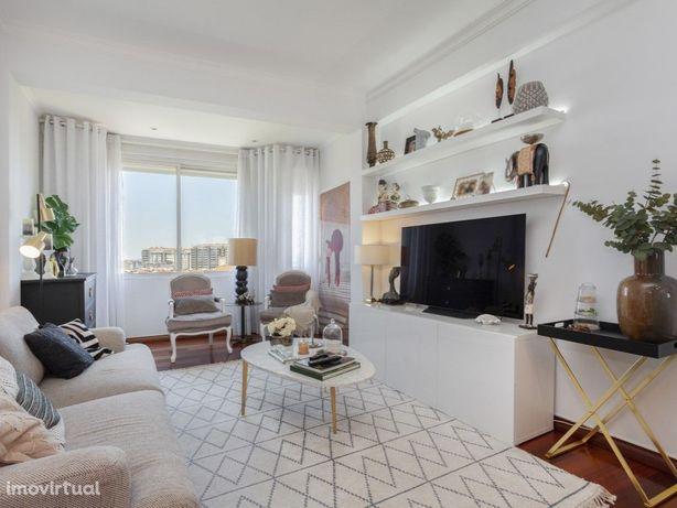Apartamento com dois quartos (T2) moderno de 100 m2, com ...