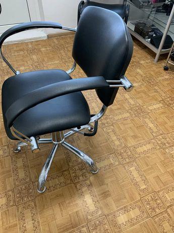 Продам кресло в парикмахерскую