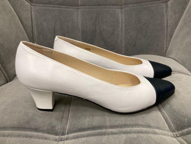 Nowe białe skórzane szpilki buty czółenka Rose Lee USA vintage 38