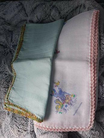Fraldinhas de bebé bordadas em croché