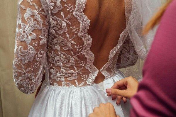 Эксклюзивное свадебное платье с кружевной спинкой