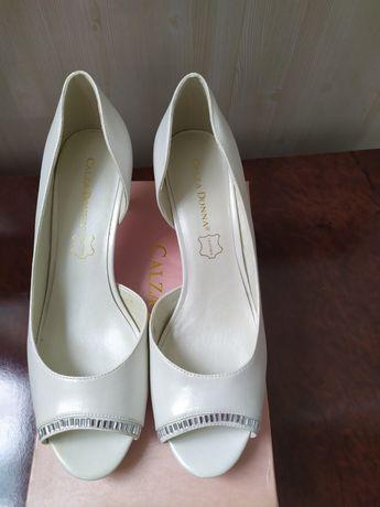 Продаются свадебные туфли