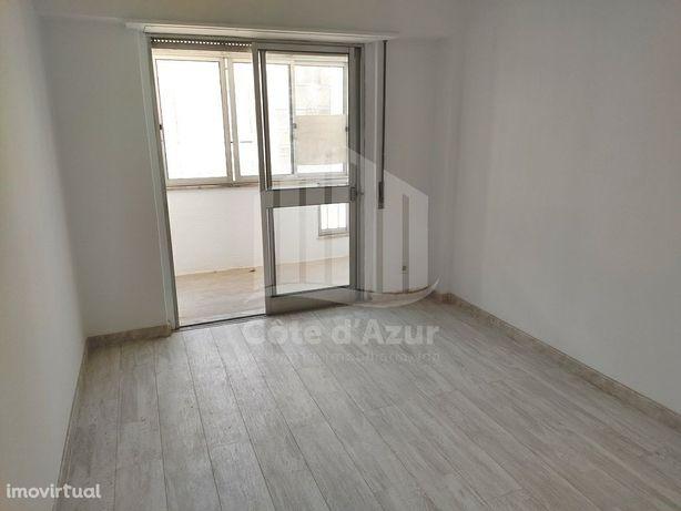 Apartamento 4 assoalhadas no Laranjeiro