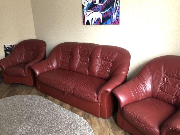 Кожаные  диван и кресла