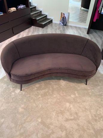 Sofá de veludo semi-novo