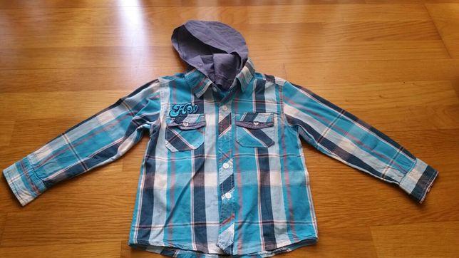 Camisa em tons de azul
