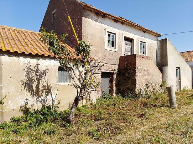 Casa de Campo p/ Reconstruir - Próx. Caldas