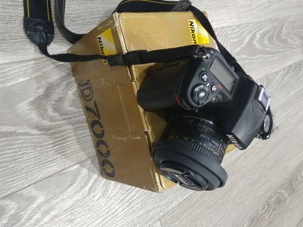 Продам Nikon d7000 +NIKON AF 50 mm f/1.8D