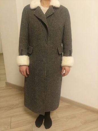 Продається фірменне пальто з норкою