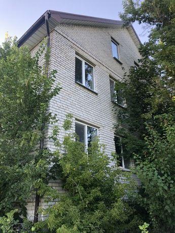 Продам 2 х этажный дом с участком