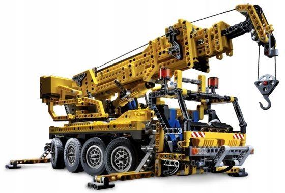 8421 Lego Technic Dźwig Żuraw Mobile Crane z 2005 roku