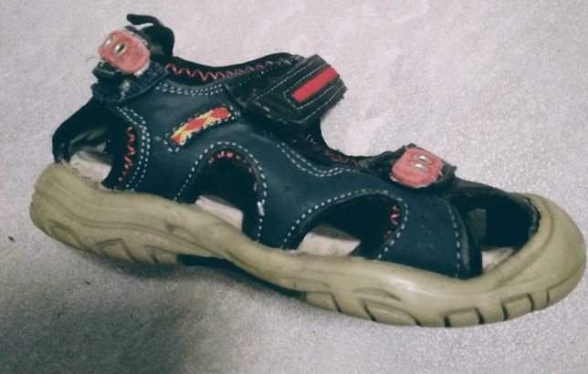 Sandałki chłopięce 23