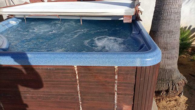 Jacuzzi para 7 pessoas. Hot spring negociável