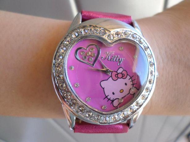 Relógio Hello Kitty c/Pedras e Forma Coração-NOVO