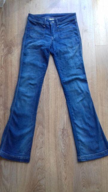 Długie jeansy - dzwony marki Mango