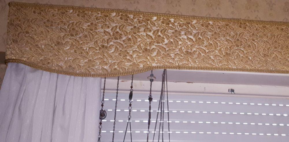 Elegante Sanefa -Vintage-anos 70-tecido tipo veludo - suporte madeira Algés, Linda-A-Velha E Cruz Quebrada-Dafundo - imagem 1