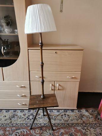 Lampa stojąca ze stolikiem