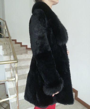 Włoskie Czarne Futro Naturalne Płaszcz z Królika z Lisem Futerko S M