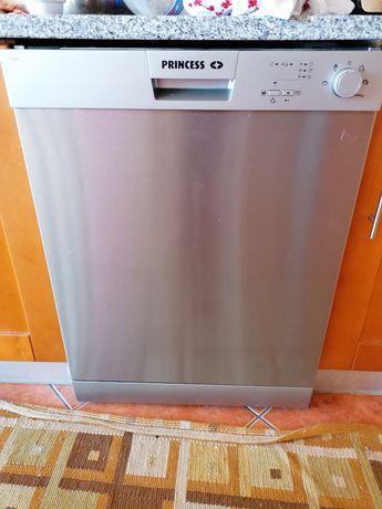 Máquina né lavar louça