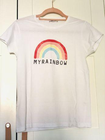 T-shirt branca com impressao arco irís