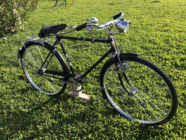 Bicicleta pasteleira muito antiga roda 28