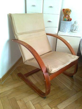 Fotel na drewnianej ramie