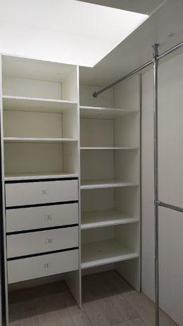 Гардеробная комната, встроенный шкаф купе, раздвижная система.