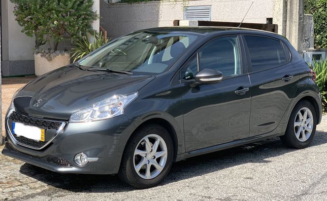 Peugeot 208 - 82cv - 2014