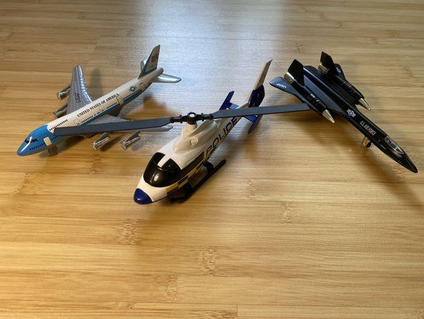 Игрушки машинки самолёт и полицейский вертолёт