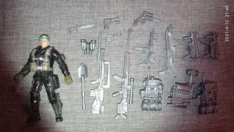 Солдат с оружием (из набора большого самолёта)