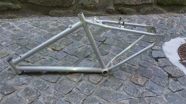 Quadro de bicicleta em aluminio