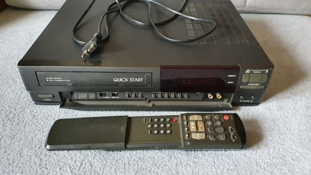Magnetowid VHS Samsung VK-300 z pilotem