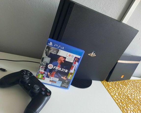 PlayStation 4 pro + pad + 5 gier