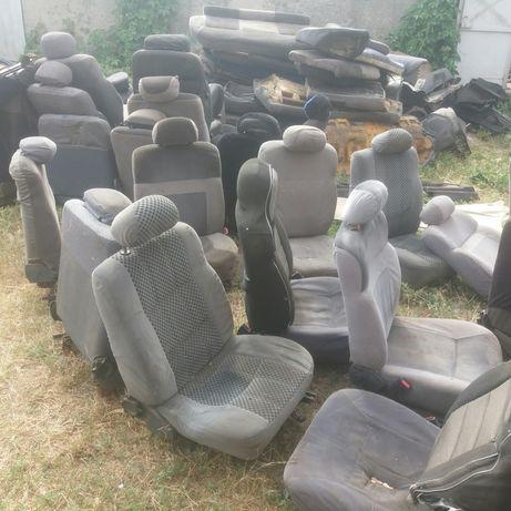 РАСПРОДАЮ сиденья с форд сиерра ставятся на ваз. пластик салона Sierra